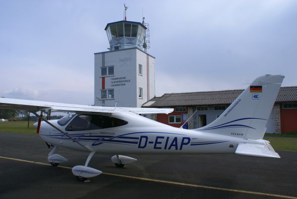 Tecnam vor Tower k